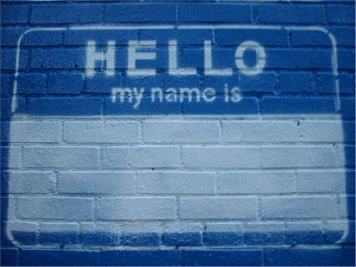 Обращаться по имени - вежливо и эффективно.