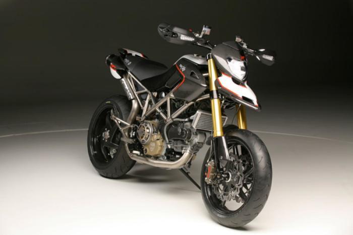 Роскошный байк NCR Leggera 1200 Titanium Special.