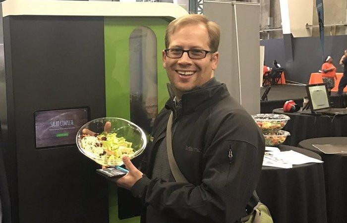 Вкуснейший салат, приготовленный роботом-автоматом.