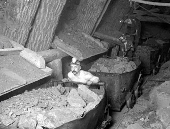 Доставщик тележек в медных рудниках.