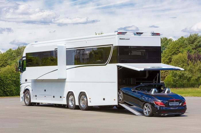 Самый большой дом на колесах с собственным гаражом