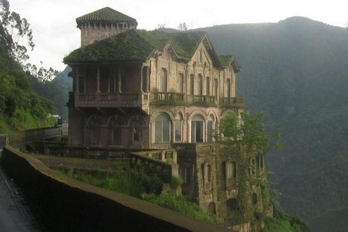 Заброшенный отель El Hotel del Salto.