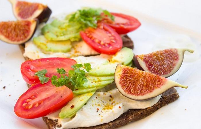 Здоровый образ жизни: есть фрукты и овощи.