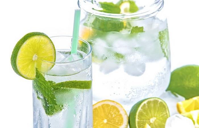 Здоровый образ жизни: пить воду.