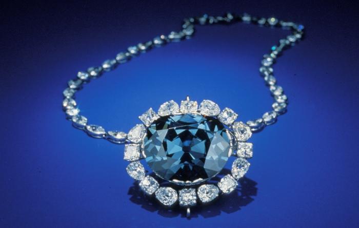 Алмаз Хоупа - один из самых известных бриллиантов в истории.