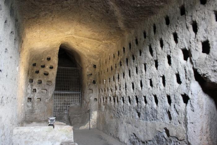 Подземные пирамиды этрусков в Италии.