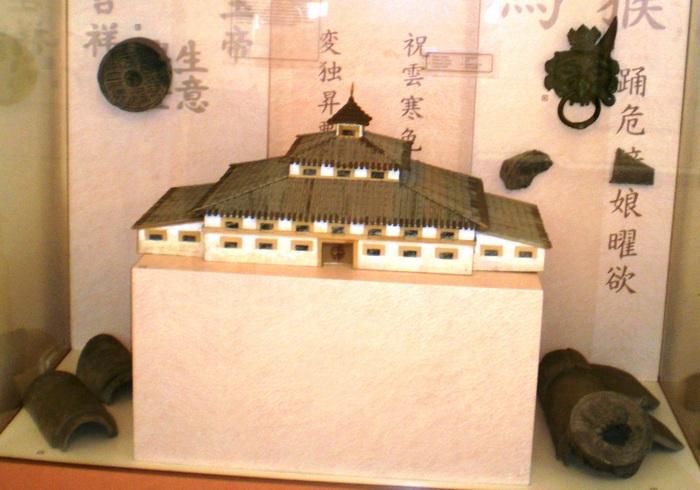 Макет дворца династии Хань под Абаканом.