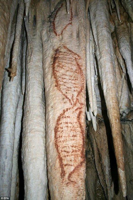 Наскальные рисунки в пещерах Нерха в Малаге.