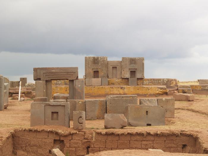 Мегалитические руины Пума Пунку и Тиуанако.