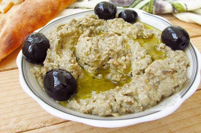 Баба гануш - блюдо из варенных баклажанов.
