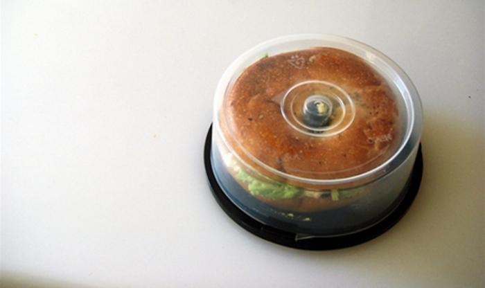 Нестандартное решение: коробка для завтрака из коробки для CD.