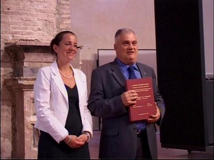 Лучано Байетти - обладатель самого большого количества университетских степеней.