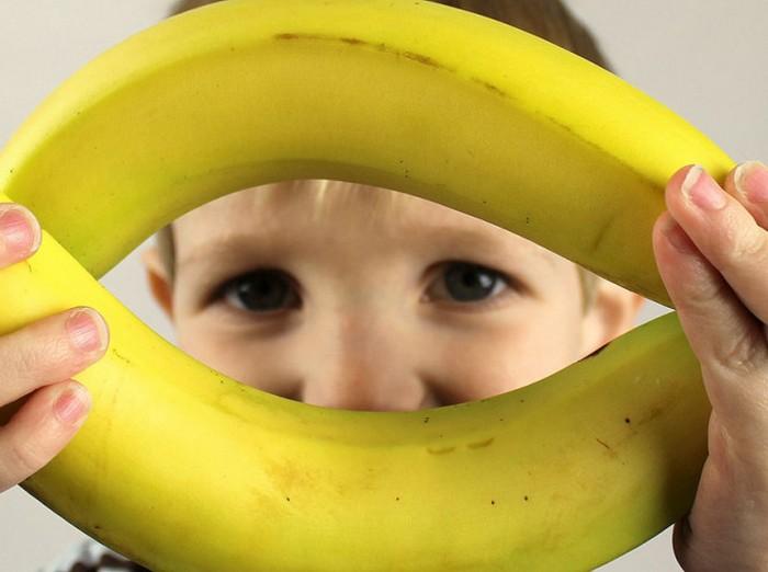 Родители, дети и... бананы