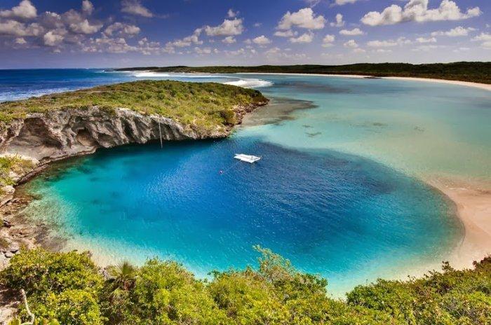 Голубая дыра Дина на Багамах.