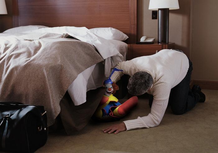 Труп в номере отеля.