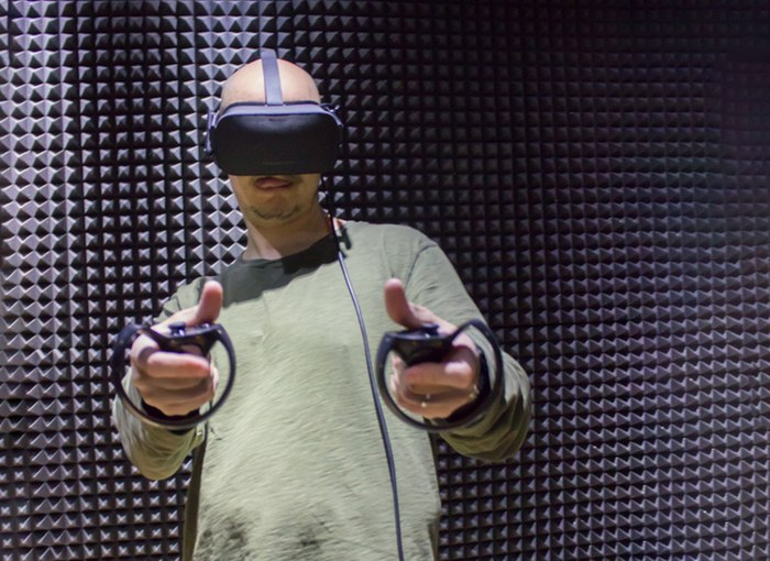 Шлем Oculus Rift.