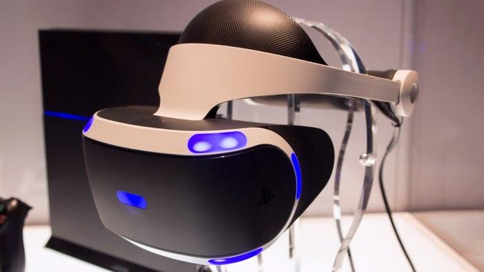 Шлем виртуальной реальности от Sony.