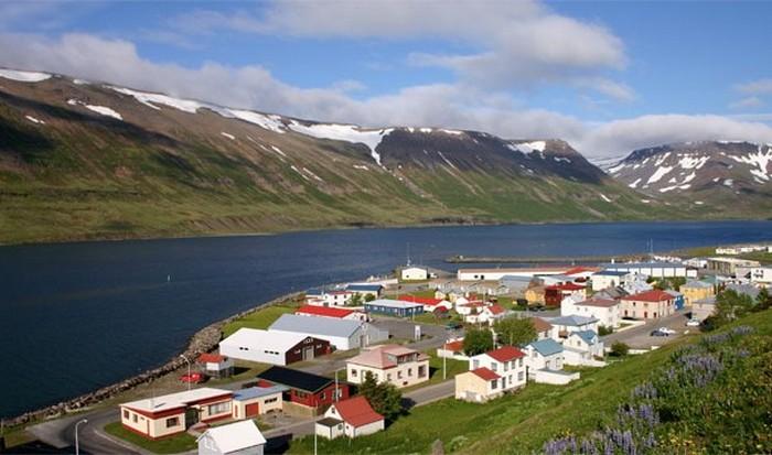 Исландия - земля огня и льда.