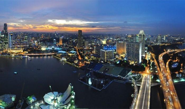 Сингапур: богатство и строгие законы.