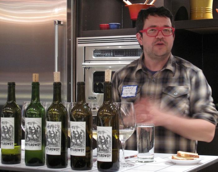 Блоггер-дегустатор вина.