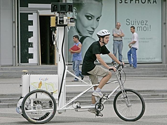 Велосипедист-фотограф Google Maps.