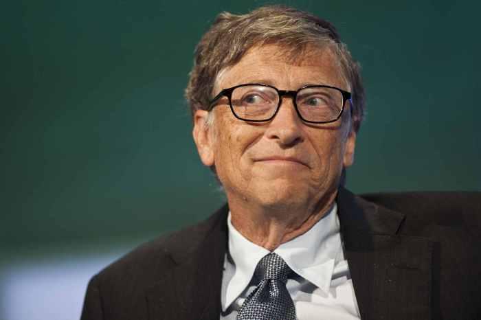 Билл Гейтс - человек с левой рукой в кармане