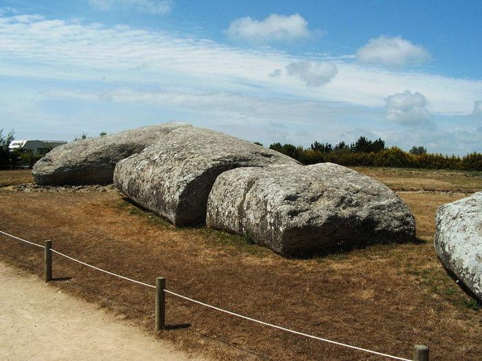 Группа крупнейших доисторических европейских мегалитов.
