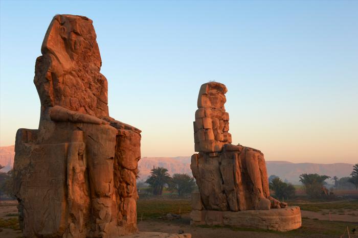 Колоссы Мемнона - памятник фараону Аменхотепу III.