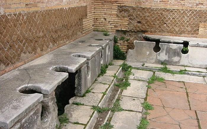 Похоже, древние во время дизентерии не скучали.