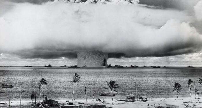 Ядерный взрыв в океане.