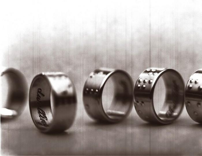 Обручальные кольца.
