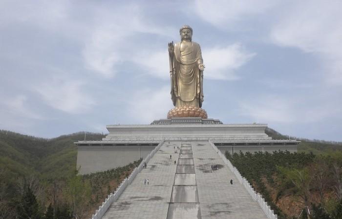 Будда Весеннего храма - самая высокая статуя в мире.