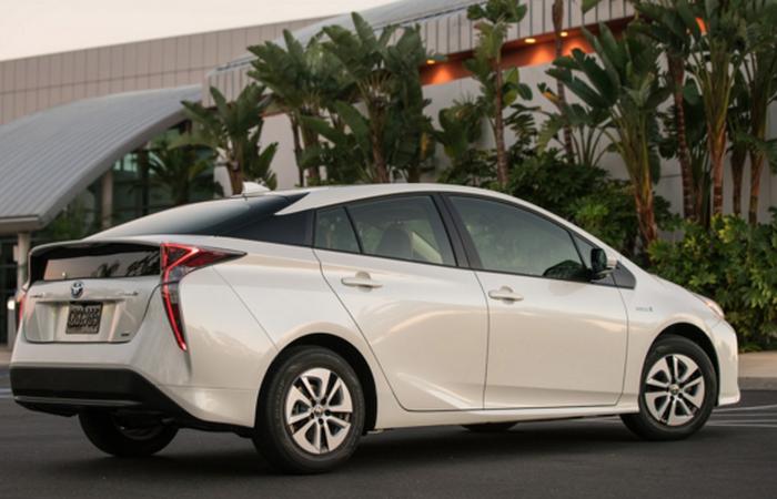 Доступный автошик: Toyota Prius.