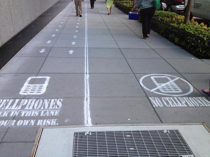 Дорожки для пользователей телефонов.