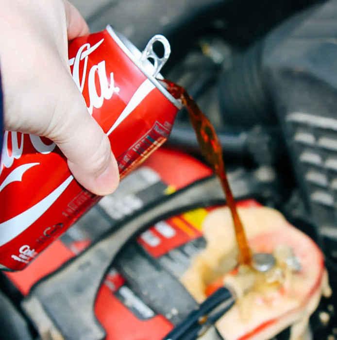 Coca-Cola - средство спасения аккумулятора.