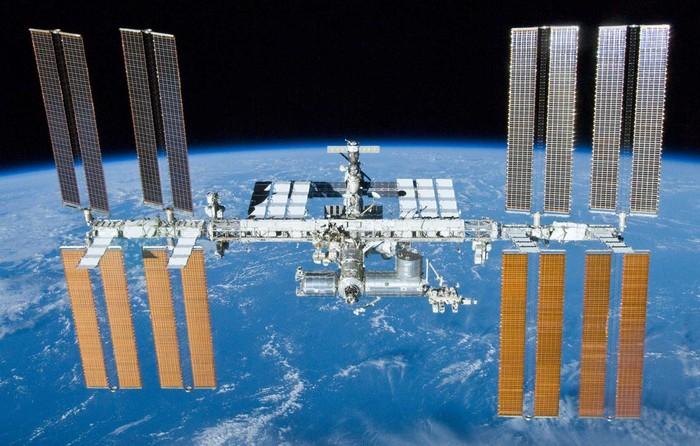 Мусор как причина смены орбиты МКС.