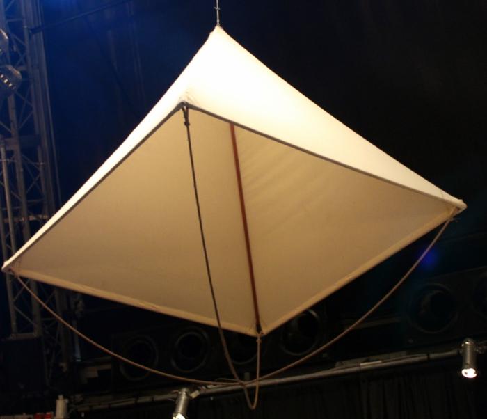На парашют да Винчи должно идти 11 метров ткани.