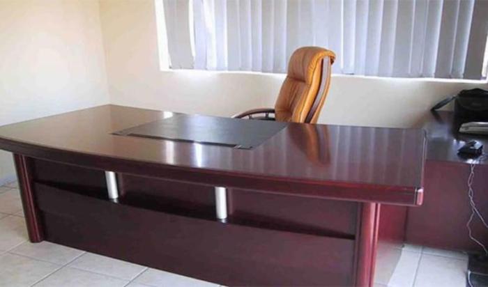 Офисный стол - рассадник бактерий.