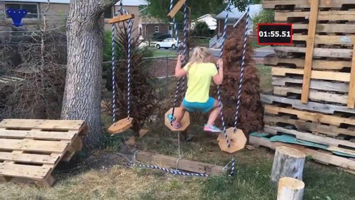 Точная копия полосы препятствий из шоу «Американский воин-ниндзя» для 5-летней девочки.