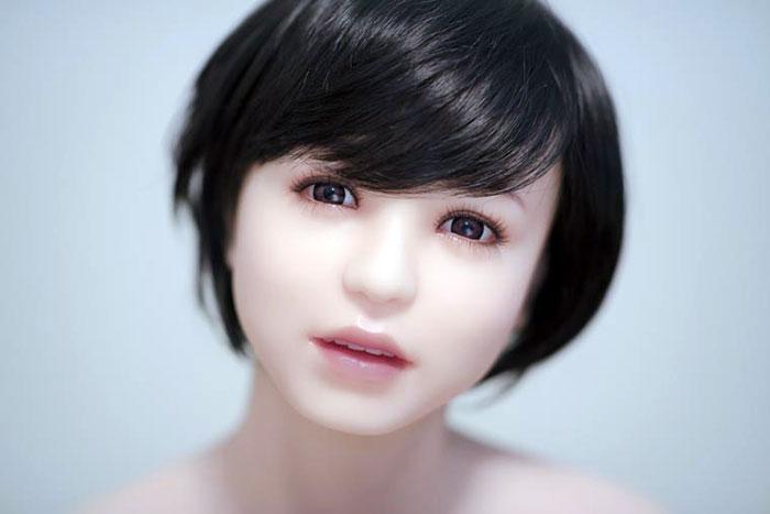 Кукла, которую сложно отличить от реальной девушки.