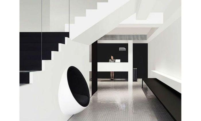 Черно-белый отель в Сингапуре
