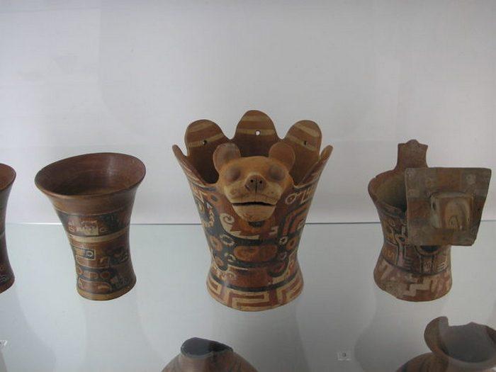 Древняя керамика из Тиуанако в этнологическом музее, Берлин-Далем.