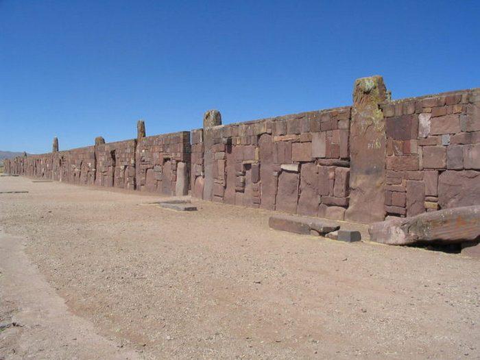 Стены вокруг храма Каласасайя