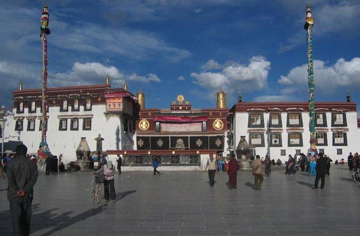 Буддийский храм Джоканг.