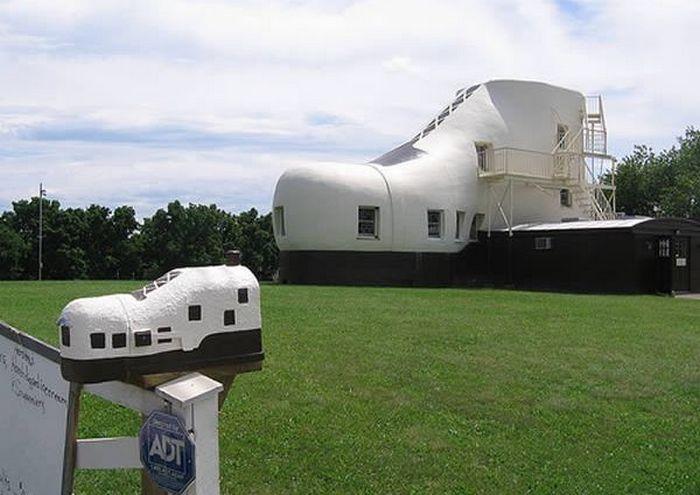 Дом в форме обуви.