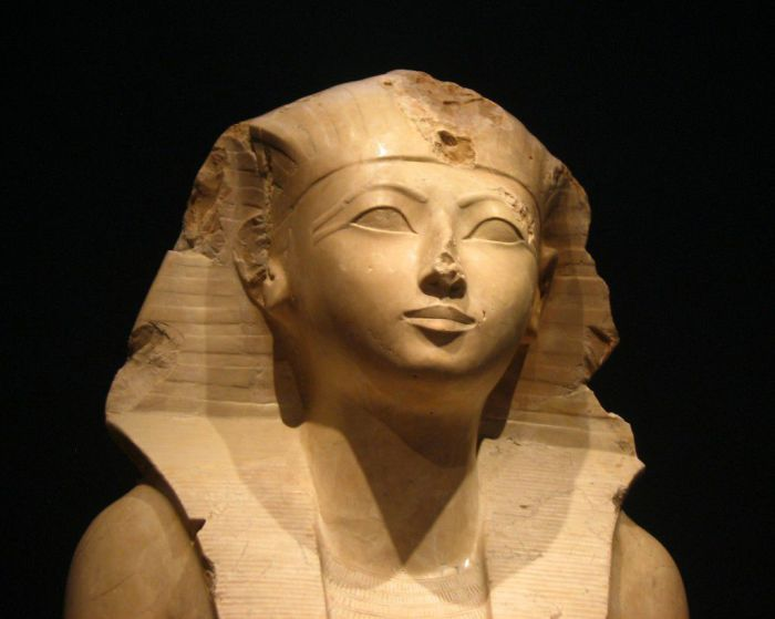 Нефрусебек - первая женщина-правитель Египта.