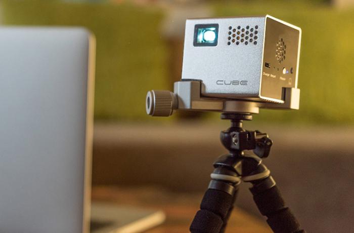 Мобильный проектор Rif6 Cube.