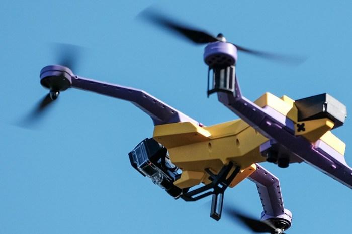 Мультикоптер AirDog Auto Follow Drone.