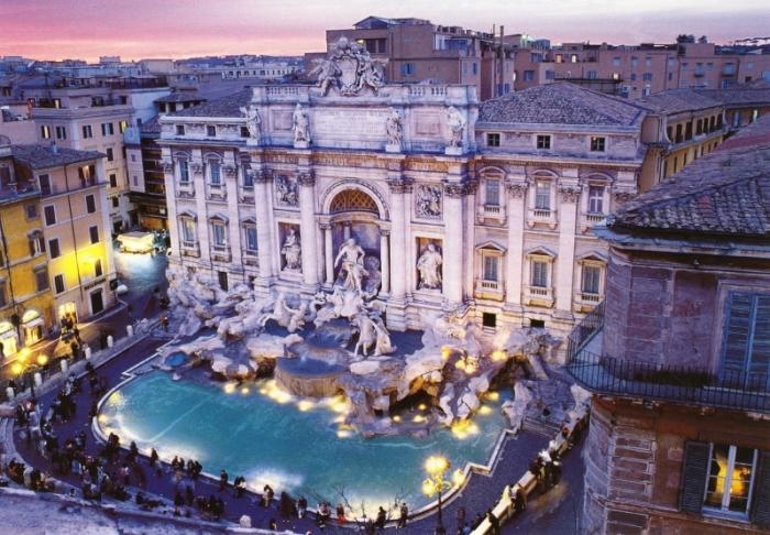 Монументальный фонтан Треви в Риме.