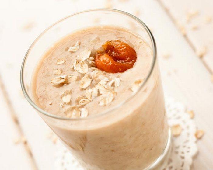Овсяно-молочный коктейль - прекрасное решение для завтрака.